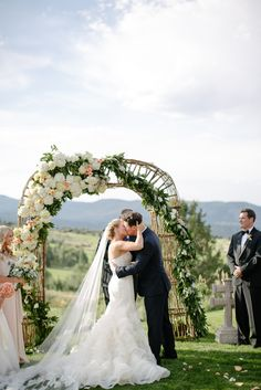 Now that's an arch!  Florals by Vintage Magnolia, photo by www.erinheartscourt.com, planning by www.idoweddingservices.com Weddings in Vail.