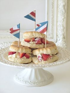 ♔ Afternoon tea. Scones, strawberry's and clotted cream = heaven. Love the idea of putting fresh cut strawberries in the scone