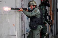 Hay #Hambre en #Venezuela: Guardia Nacional #Mato a #MujerEmbarazada #Adolescente de Tiro en la Cabeza; durante reparto gubernamental de #PernilesDeCerdos en #Caracas ||| Más detalles en #Twitter ||| (*) @CESCURAINA/Prensa en Castellano en Twitter