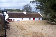Violet Thatched Cottage - Ballyshannon, Donegal, Ireland