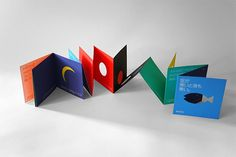 Quand le ciel est bleu, la mer est bleue aussi | Katsumi Komagata | Les Trois Ourses Arno Stern, Book Crafts, Paper Crafts, Libros Pop-up, Accordion Book, Paper Pop, Publication Design, Book Design Layout, Book Projects
