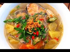 Recipe: Sweet Sour Fish Soup- Canh chua cá – Danang Cuisine *** this is the recipe i use, and just scale it according to the size of the fish. I used pork bones to make the broth to use for this fish soup *** Vietnamese Soup, Vietnamese Cuisine, Vietnamese Recipes, Asian Recipes, Sweet And Sour Soup, Sweet Soup, How To Cook Catfish, Fish Head Soup, Soup Recipes