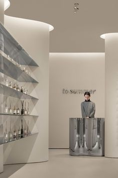 School Architecture, Architecture Photo, Faux Stone Walls, Counter Design, Curved Walls, Exhibition Space, Retail Space, Fashion Room, Retail Design