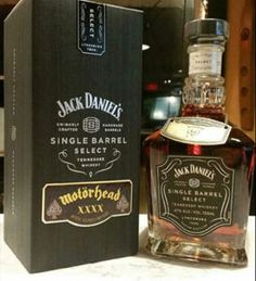 Jack Daniel's paid tribute to the late Lemmy Kilmister with a Motorhead signature whiskey. Bebidas Jack Daniels, Jack Daniels Drinks, Jack Daniels Bottle, Tennessee Whiskey, Bourbon Whiskey, Scotch Whisky, Whisky Jack, Jack Daniels Single Barrel, Thin Lizzy