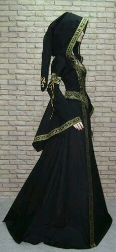 Costume based of the female Georgia Caucasian Folk Wear (this one is the Prunkvolles *Elben* Mittelalterkleid *Brokat* Gewand* Gothik) Medieval Dress, Medieval Clothing, Steampunk Clothing, Gypsy Clothing, Steampunk Fashion, Gothic Steampunk, Victorian Gothic, Gothic Lolita, Medieval Outfits