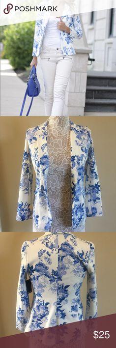 NWT Old Navy Floral Blazer NWT! Beautiful Old Navy Blazer! Stunning blue floral! Old Navy Jackets & Coats Blazers