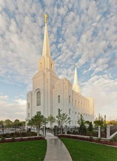 This beautiful Temple (in Brigham City) is only about 15 minutes away from me now!  <3  Gorgeous!