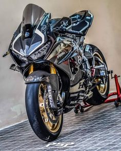 Best Motorbike, Motorbike Design, Bobber Motorcycle, Moto Bike, Kawasaki Bikes, Honda Bikes, Honda Motorcycles, Vespa Scooter, Honda Cbr 1000rr
