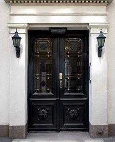 black door via Vintage Chic