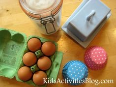 Do you use cooking as a chance to practice fractions and measuring with your kids?  Here is an easy cupcake recipe to cook with your little ones