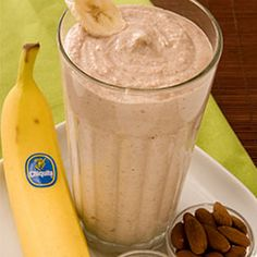 Quick Banana Oatmeal Smoothie Recipe Beverages, Breakfast and Brunch with Chiquita Bananas, yoghurt, oatmeal, almonds, ice