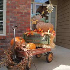 gotta do this with one of our wagons !!! Fun Diy Crafts, Fall Decor, Home Improvement Projects, Free Gifts, Ideas, Furniture, Thanksgiving Crafts, Products, Outdoor