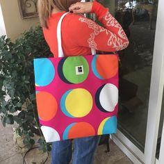 Host Pick Lisa Perry ~ Estée Lauder Tote Bag Lisa Perry ~ Estée Lauder Tote Bag  NWOT Never been used Pet Free and Smoke Free Home BUNDLE AND SAVE  Estee Lauder Bags Totes