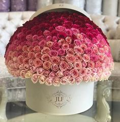 Order Luxury Flowers Arrangements online from J'Adore Les Fleurs Florist for Hand-on delivery in Los Angeles area or Pick-up from Studio City, Glendale and Pacific Palisades locations. JLF offer luxury floral arrangements for any occasions. Bouquet Cadeau, Gift Bouquet, Rose Bouquet, Flower Box Gift, Flower Boxes, Amazing Flowers, Beautiful Flowers, Aesthetic Roses, Luxury Flowers