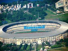 Salt Lake Stadium, Calcutta Lo Yuva Bharati Krirangan (Stadio della gioventù indiana), meglio conosciuto come Salt Lake Stadium, sorge a Calcutta. La capienza è di 120.000 posti per gli spettatori.