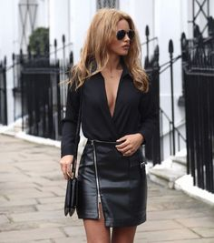 Afbeeldingsresultaat voor black turtleneck with black leather skirt look