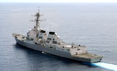 USS Shoup. O primeiro navio da classe foi comissionado em 4 de julho de 1991. Os Arleigh Burke tornaram-se os únicos contratorpedeiros da Marinha dos Estados Unidos na ativa. Com um comprimento total de 154 metros, deslocamento de 9 200 toneladas e armas, incluindo mais de 90 mísseis, os navios da classe são maiores e mais bem armados do que a maioria dos navios anteriores classificados como cruzadores de mísseis guiados.