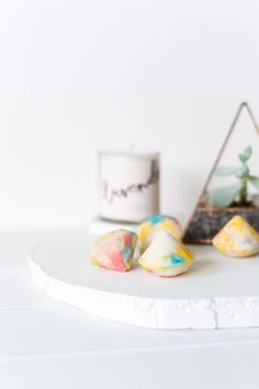 These unique DIY gemstone bath bombs make great gifts! You can make them with products you find in the kitchen cupboard in about 30 minutes.