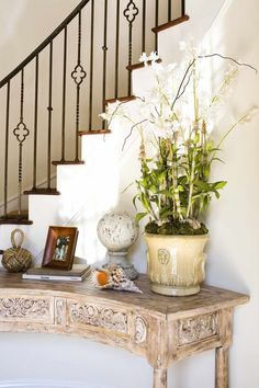 Love the railing and table.