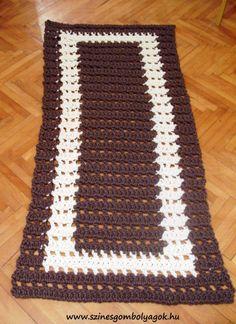 Barna-fehér horgolt szőnyeg