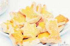 Klassisches Rezept von leckeren Butterplätzchen zu Weihnachten, einfach nach zu backen.