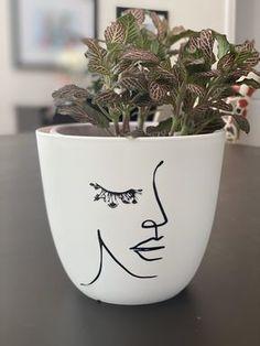 Painted Plant Pots, Painted Flower Pots, Decorated Flower Pots, Painted Pebbles, Indoor Planters, Diy Planters, Indoor Flower Pots, Indoor Herbs, Indoor Gardening