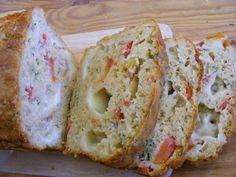 Cake à la mozarrella et tomates au levain/Savory mozzarella and tomato cake Mozzarella, Tomato Cake, Bagel, Bread, Quiches, Moment, Food, Tomatoes, Sourdough Recipes