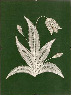 Archiv alb Bobbin Lace Patterns, Hand Embroidery Patterns, Romanian Lace, Lace Art, Hairpin Lace, Lacemaking, Lace Jewelry, Pin Art, Needle Lace