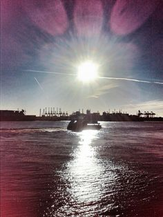 Hamburg // Fischmarkt // little boat in the sun #ilovehamburg #elbe #sunshine #boats #hamburg #harbour