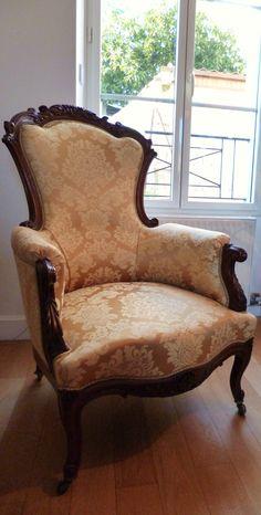 Fauteuil de style Louis-Philippe, réfection complète, tapissier d'ameublement, tissu damas jaune, motifs feuilles d'acanthes, passementerie