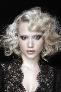 France's Claude Tarantino, a L'Oreal Professionnel Ambassadeur, has created Somptueux (Sumptuous), his essential look for Spring/Summer 2012. A shoulder-grazing cut enhances natural curls and waves and beautifully frames the face.