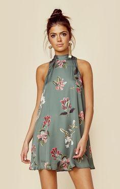 Flirty Mini-Dress - How to Wear the High Neckline Trend - Photos