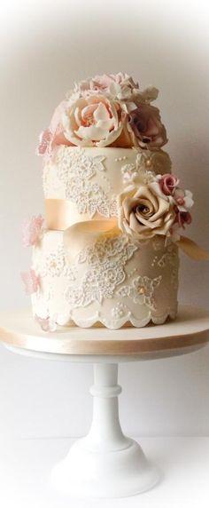 Intimate Vintage wedding cake