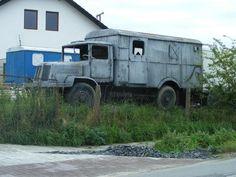 Tatra T128 skříň Barn Finds, Old Trucks, Czech Republic, Buses, Motor Car, Cars And Motorcycles, Recreational Vehicles, Abandoned, Military