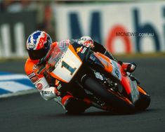 Mick Doohan aboard the the most dominant motogp bike ever Motorcycle Racers, Retro Motorcycle, Racing Motorcycles, Motogp, Grand Prix, Sport Icon, Road Racing, My Ride, Cool Bikes