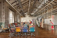 Campus Corporativo Urban Outfitters / MSR Design - out and about in philly - Arquitetura Cultural Helsingor, Urban Outfitters, Home Staging, Blueberry Home, Turbulence Deco, Cool Office, Office Ideas, Future Office, Office Decor