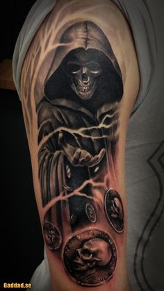 When you say that you want a tattoo that could kill by the looks then what you may be looking for an awesome Grim Reaper tattoo. These Grim Reaper tattoos look Tatuaje Grim Reaper, Grim Reaper Art, Grim Reaper Tattoo, Skull Sleeve Tattoos, Body Art Tattoos, New Tattoos, Best Mens Arm Tattoos, Dark Tattoos For Men, Upper Arm Tattoos For Guys
