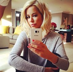 Love how Caroline Stanbury's long bob is styled!