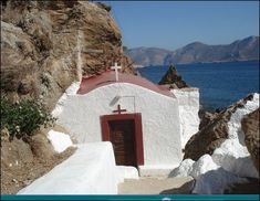 A little chapel (Panagia Kavouradaina) in Leros island ~ Greece Beautiful Buildings, Beautiful Places, Travel Around The World, Around The Worlds, Santorini Villas, Myconos, Greek House, Greek Life, Medieval Town
