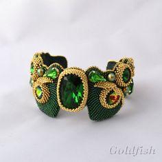 Beaded Jewelry Designs, Jewelry Design Earrings, Beaded Earrings, Jewelry Art, Beaded Bracelets, Jewellery, Bead Embroidered Bracelet, Embroidery Bracelets, Bead Embroidery Jewelry