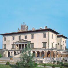 Villa medicea di Poggio a Caiano, Piazza dei Medici, 14 - sorge sul luogo di un'antica dimora padronale acquistata da Lorenzo de' Medici nel 1474. Intorno al 1485, Lorenzo affidò a Giuliano da Sangallo la progettazione della nuova villa.