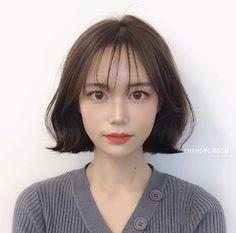 Korean Short Hair, Short Hair Updo, Korean Girl, Hair Inspo, Hair Inspiration, Middle Hair, Shot Hair Styles, Beautiful Person, Gorgeous Hair