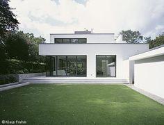 Einfamilienhaus hanghaus klaus modern edelstahlpool for Modernes haus cube
