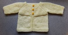 Baby Knitting Patterns Jacket Ravelry: Babbity Baby Jacket pattern by marianna mel Free Baby Sweater Knitting Patterns, Baby Booties Knitting Pattern, Knitted Baby Cardigan, Knit Baby Sweaters, Baby Hat Patterns, Baby Hats Knitting, Crochet Patterns, Free Knitting, Baby Pullover Muster