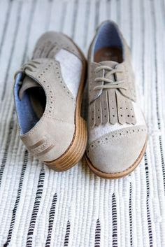 Go for a vintage look with this oxford lace up TOMS Brogue.