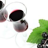 Recept : Likér z černého rybízu | ReceptyOnLine.cz - kuchařka, recepty a inspirace Red Wine, Vodka, Alcoholic Drinks, Food And Drink, Tableware, Dinnerware, Tablewares, Liquor Drinks, Alcoholic Beverages