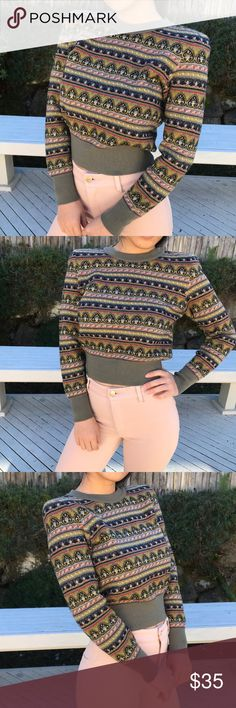 Vintage crop sweater Vintage crop sweater, perfect for fall and winter. Super chic, has shoulder padded. NOT zara Zara Tops Sweatshirts & Hoodies