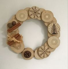 Couronne de Noël en bois flotté, bâtons de cannelle et pommes de pin Napkin Rings, Decoration, Frame, Home Decor, Pinecone, Apples, Wrapping, Atelier, Decor