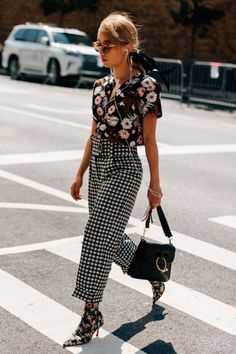 If you're looking for a way to create the ultimate fashionista look this Summer, then mixing prints is it! Look Fashion, Autumn Fashion, Fashion Outfits, Fashion Trends, Womens Fashion, Feminine Fashion, Ladies Fashion, Swag Fashion, Net Fashion