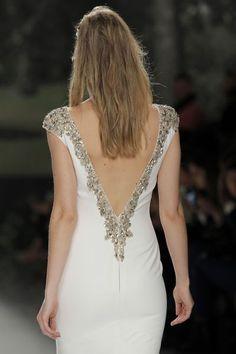 Vestidos de novia con escote a la espalda: ¡los querrás todos! Image: 37